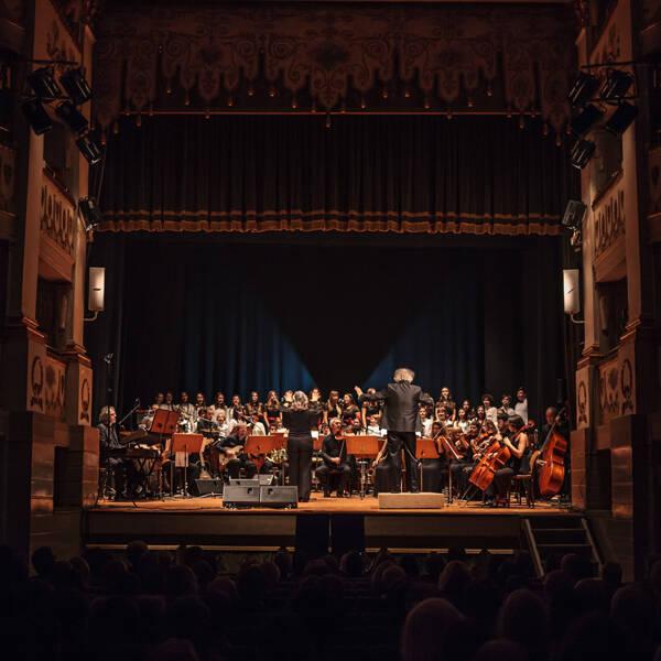 Al Teatro Accademico di Castelfranco Veneto Art Voice Christmas Songs